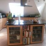 Küche mit Granitplatte